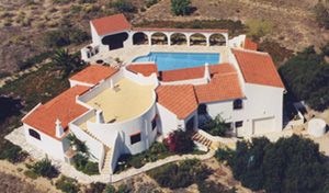 Luxury Stylish Algarve Villa, Ocean views, Pool, Mini-golf, Garden, 5 Mins From Beach